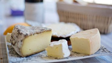 powdered cellulose in Cheeses